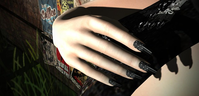 Fizzy Dark Nails by Alme