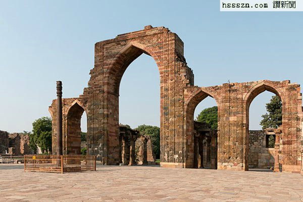 Rust-Resistant-Iron-Pillar-of-Delhi