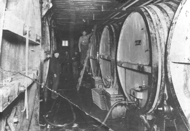 Leinenkugel-fermenting-tanks-1897