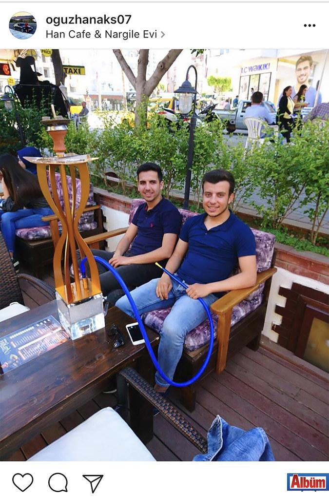 Ağuzhan Akış, yakın dostu ile Han Kafe & Nargile Evi'nde güzel bir gün geçirdi.