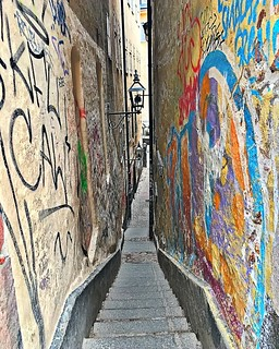 Mårten Trotzigs Gränd descends down via flight of stairs, tapering as it goes down, to reach a mere 90 centimeters (35 inch), making the alley the narrowest street in Stockholm. | by Music Sumo