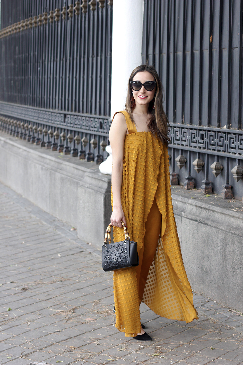 mustard jumpsuit black flats uterqüe bag tom ford sunnies spring fashion style outfit 11