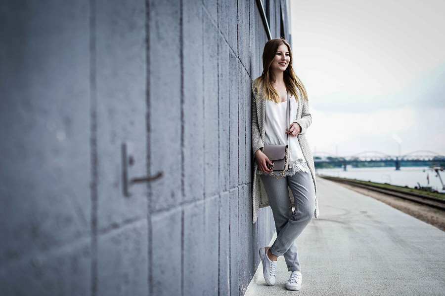 outfit grau weiß jette glamorous pull and bear missguided