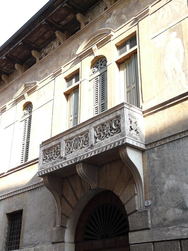 Via Leoncino 5