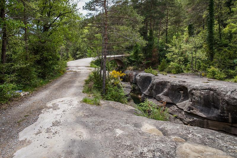 En dirección al Pont de les Bruixes para cruzar la Gola de les Heures