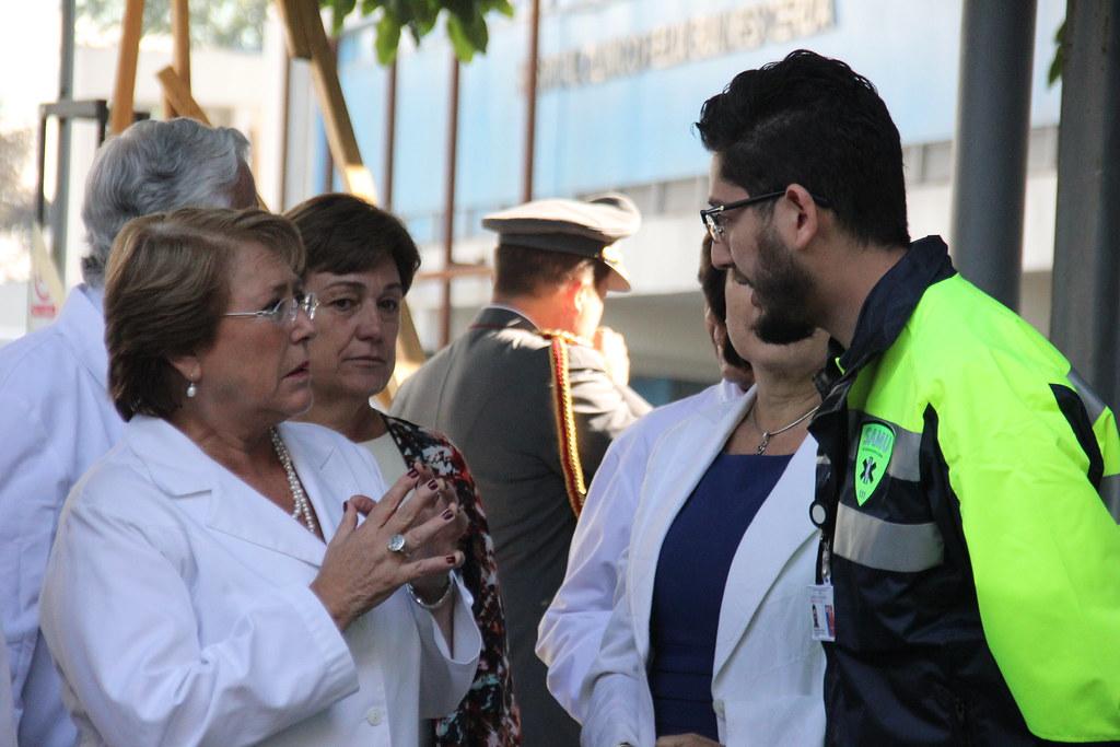 Presidenta Bachelet entrega 15 ambulancias al SAMU Metropolitano