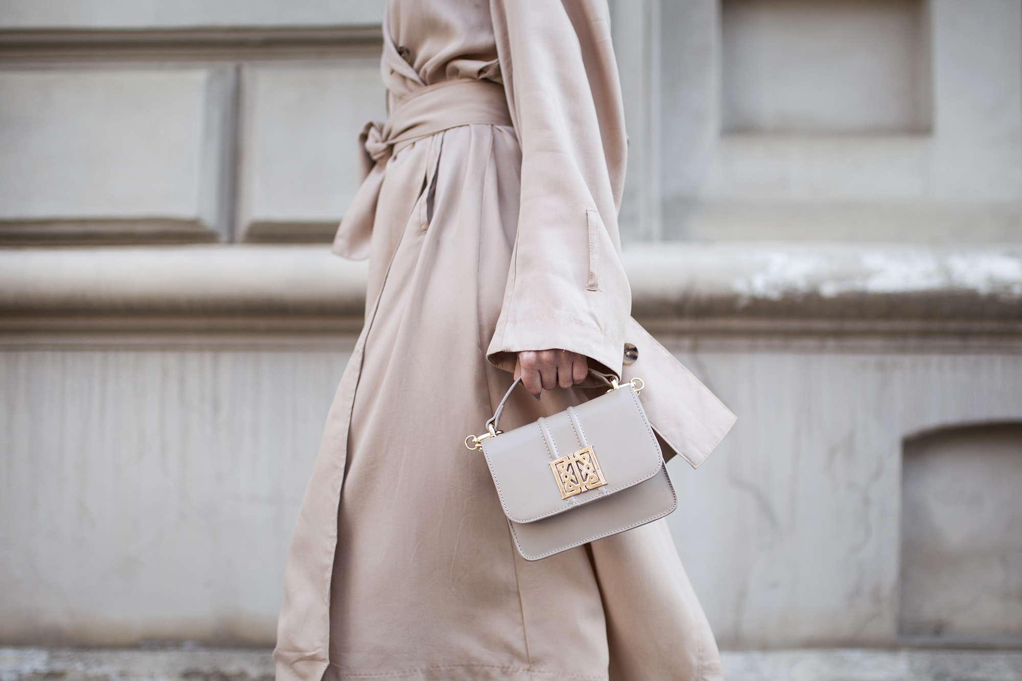small-beige-bag-outfit