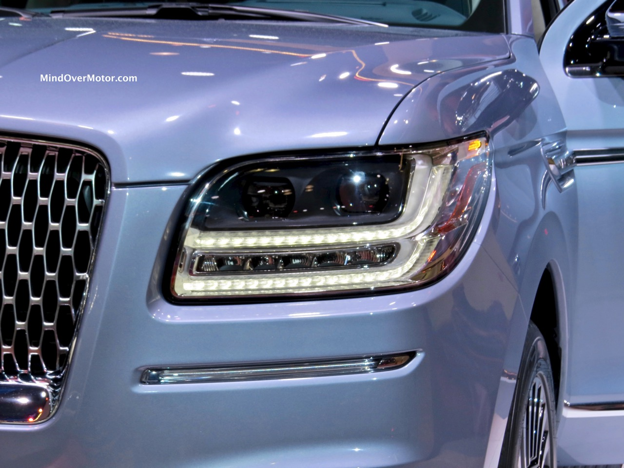 Lincoln Navigator Concept Headlight