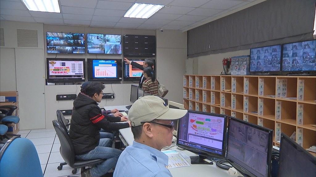 台北市興隆國宅是全台第一個裝設智慧電網的住宅,從管理中心電腦可看到每個家庭即時的用電量和當月累積用電。