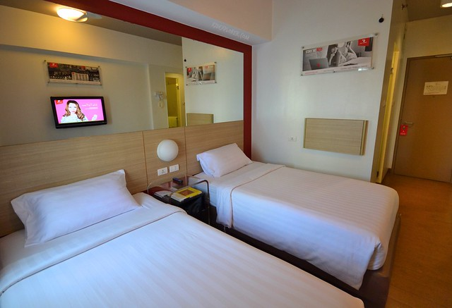 Red Planet Hotel Cebu double room
