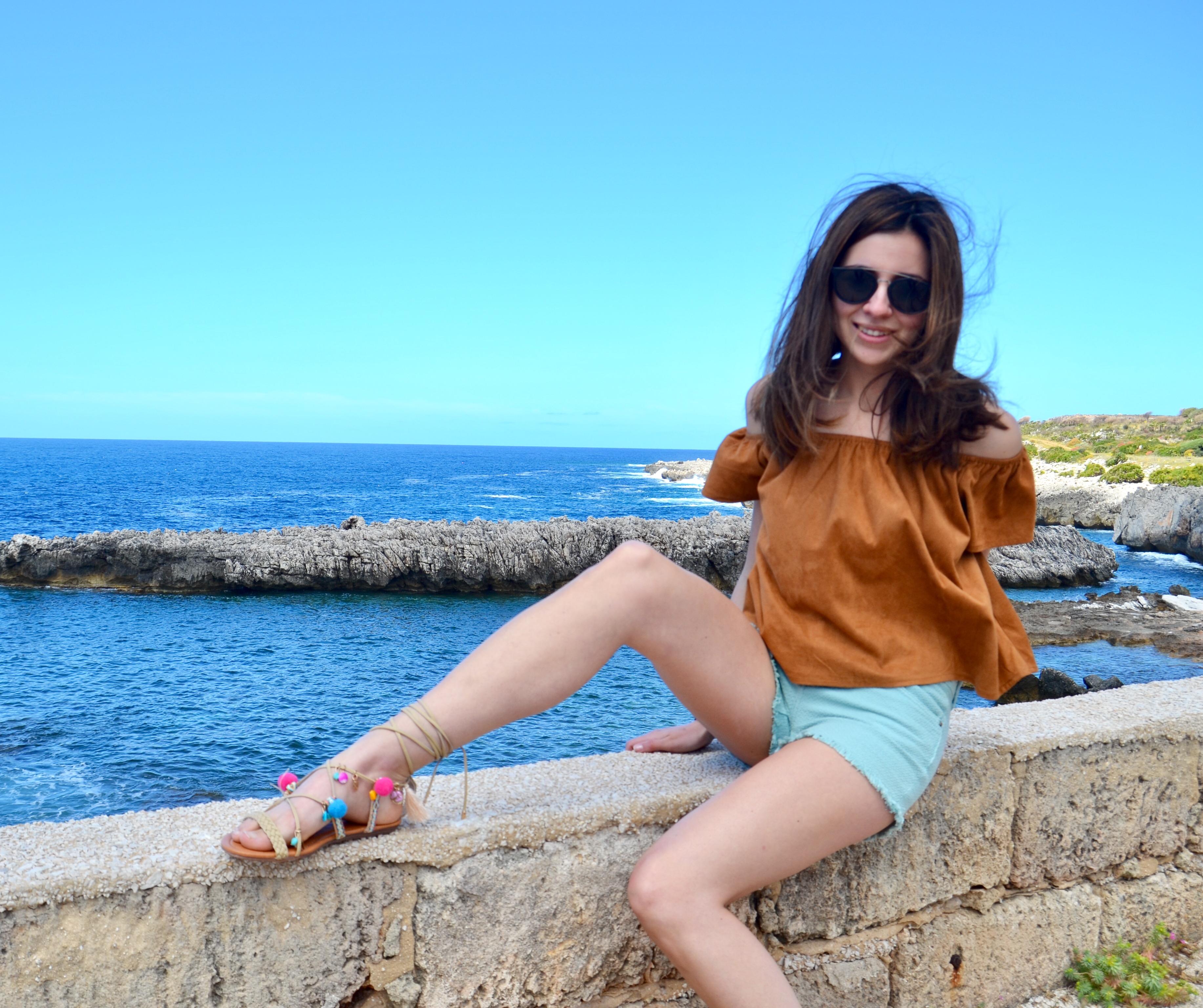 Elisabetta Pascale indossa sandali pon pon amiclubwear