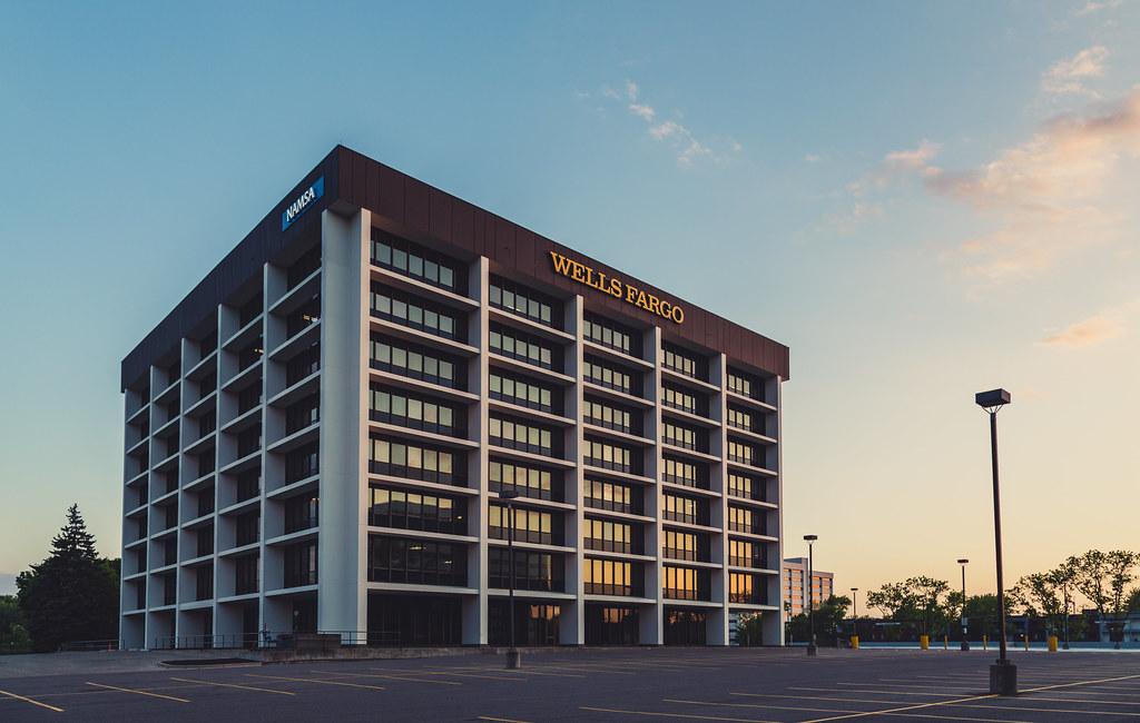 Wells Fargo Namsa Building Metropoint 400 Metropoint Bu Flickr