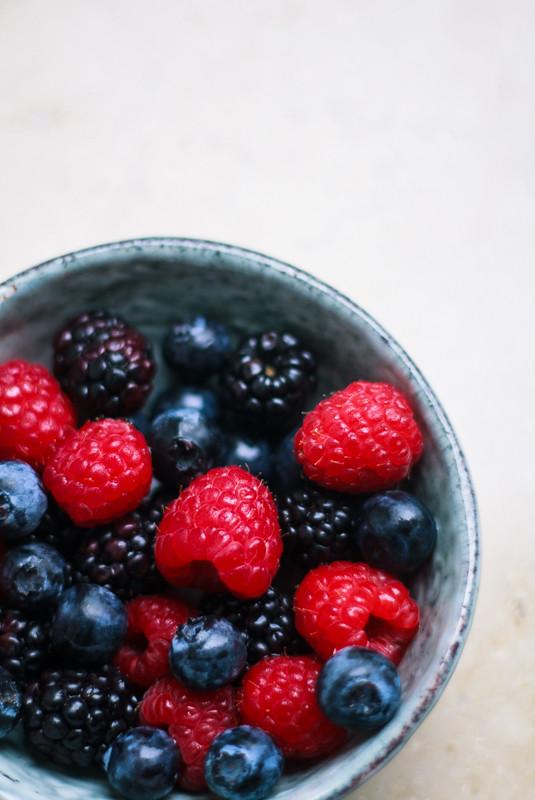 fruit bowl früchte beeren food photography 2
