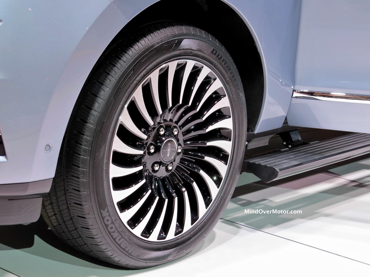 Lincoln Navigator Concept Wheel
