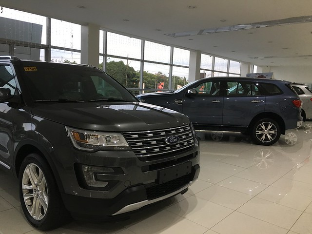 Ford vehicle different color choices