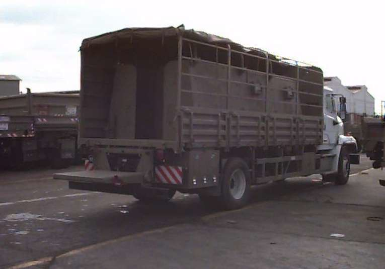 Safari-truck-freightliner-hci-1