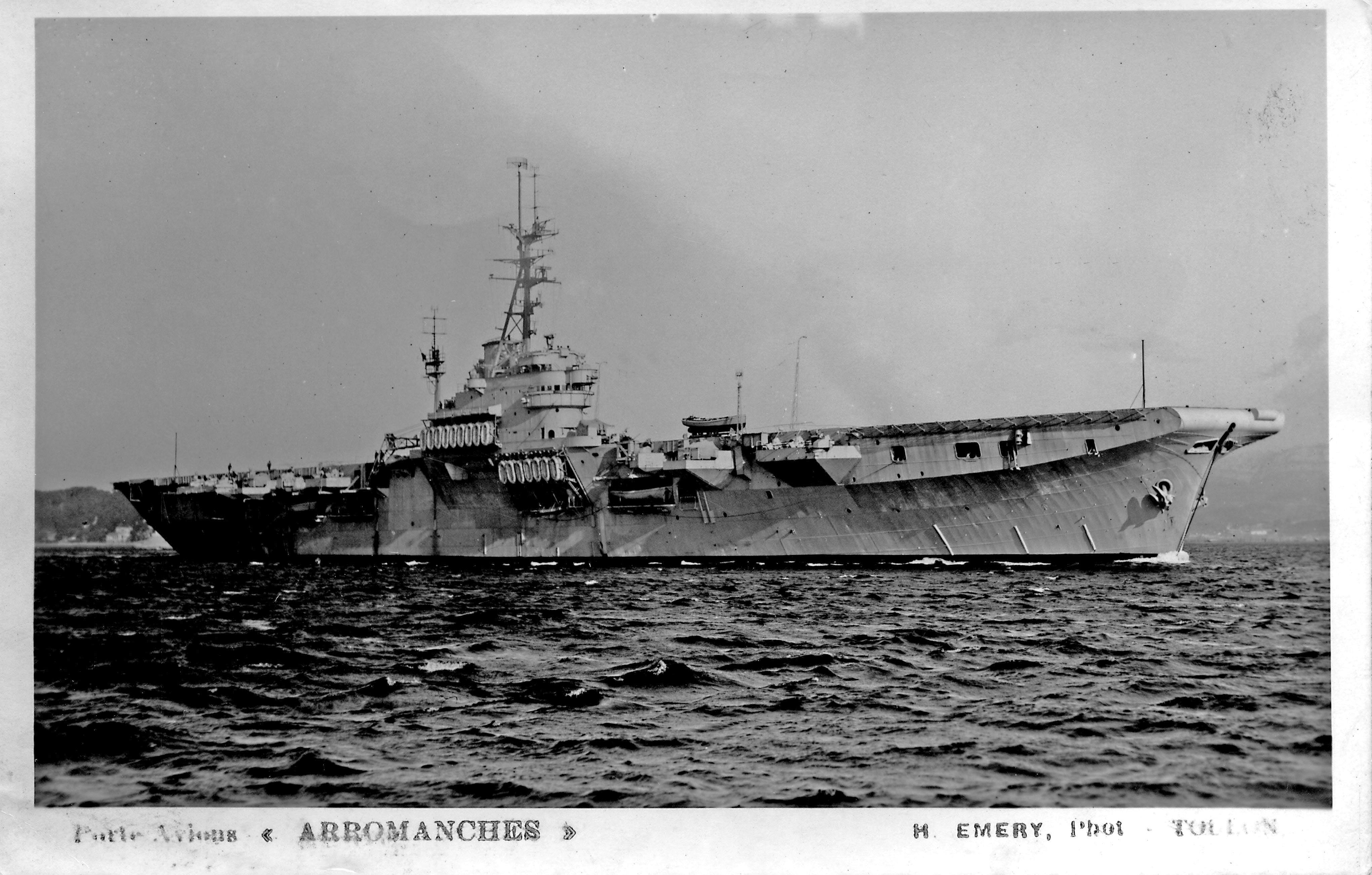 Le porte-avions ARROMANCHES 34735925395_fed682ab53_o