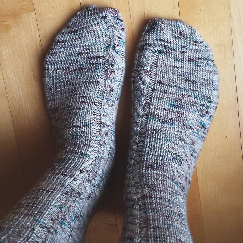 Fresh off the needles to start the week! pattern: Socks on a Plane yarn: @hawthornandwool in Drift #knittersofinstagram #socktawk #hawthornandwool #socksonaplane #craftastherapy
