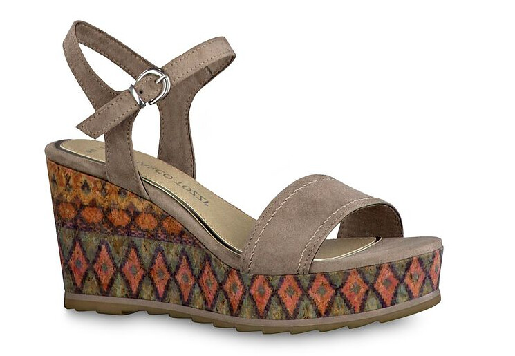 modello sandali aperti con zeppa colorata