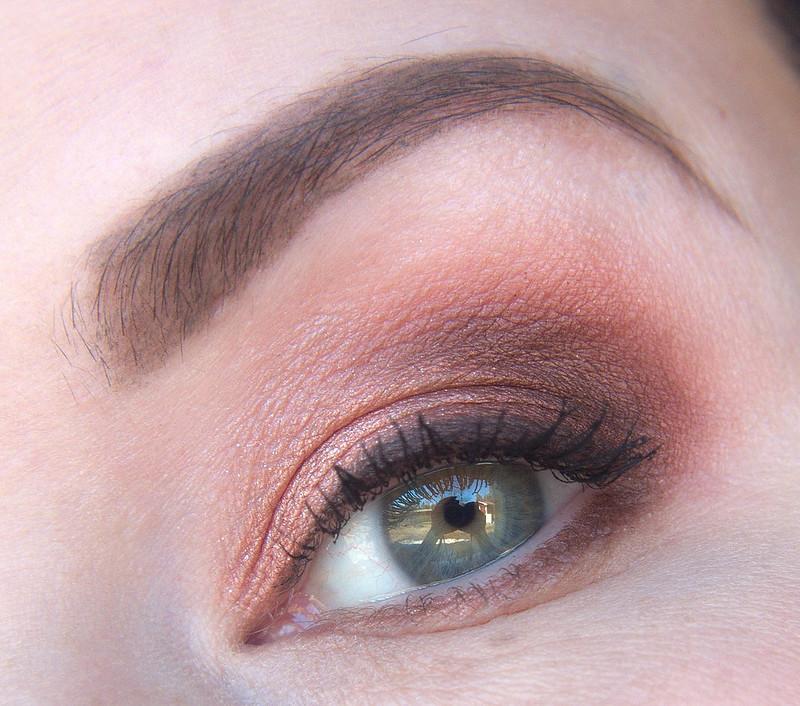 vihreät silmät meikki