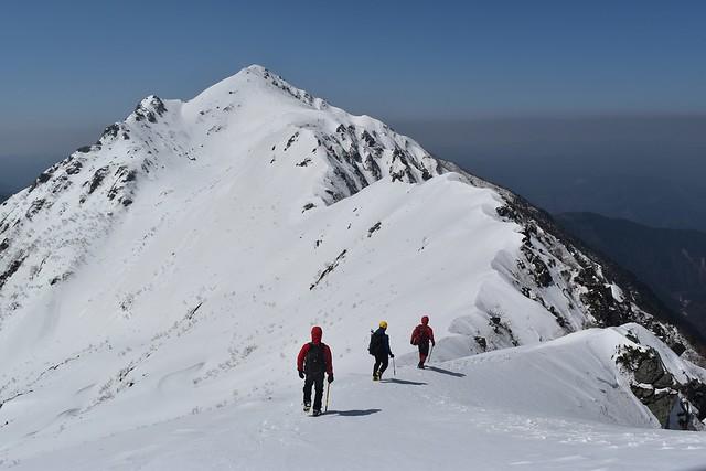ゴールデンウィークの三ノ沢岳 雪山登山