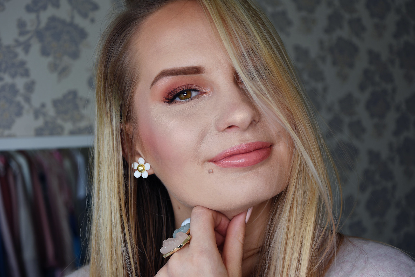 Peach makeup look