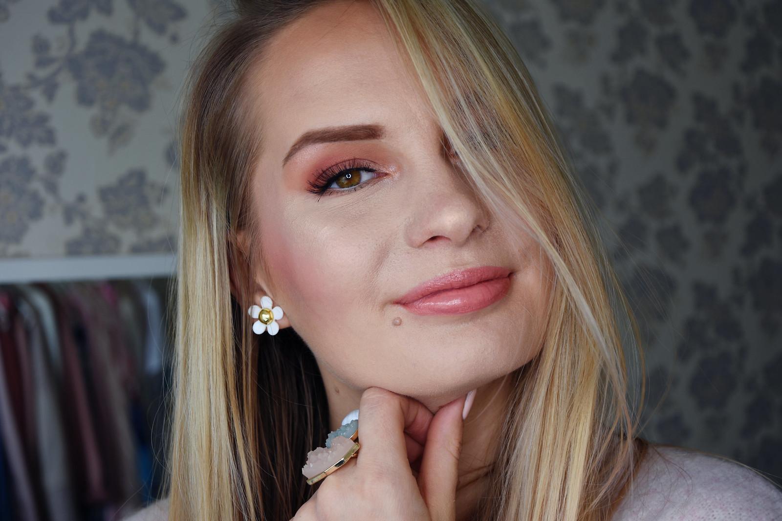 Peach makeup look
