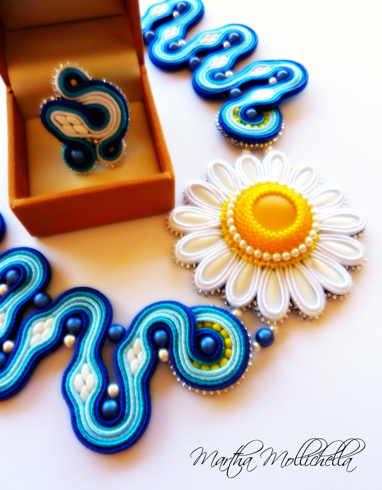 daisy soutache necklace handmade jewelry by Martha Mollichella soutache