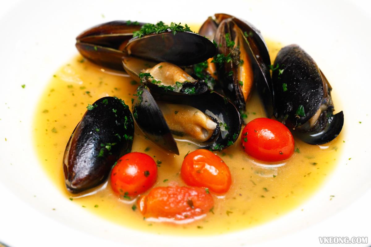 Villa Danieli Italian Prosecco Brunch Mussel Soup