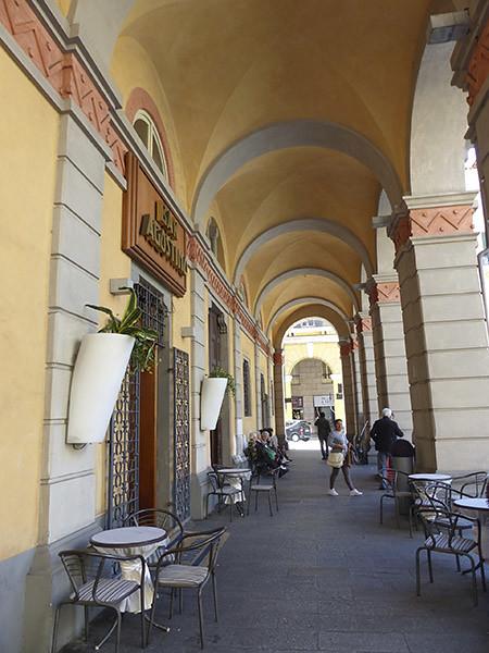 arcades piazza dante