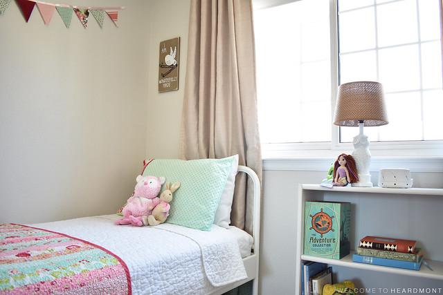 Bed Banner Bookshelf