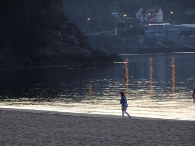 Un paseo junto al mar