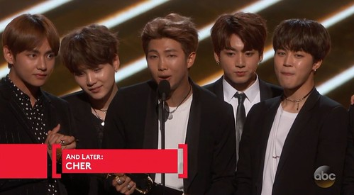 VITTORIA DEI BTS AI BILLBOARD MUSIC AWARDS
