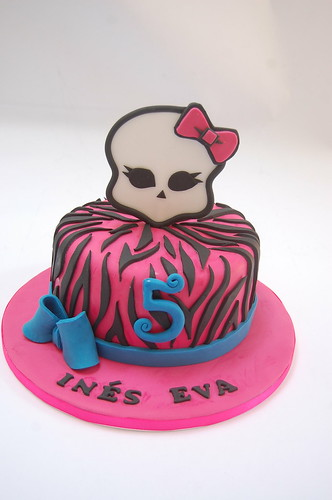 Enjoyable Monster High Cake Beautiful Birthday Cakes Funny Birthday Cards Online Alyptdamsfinfo