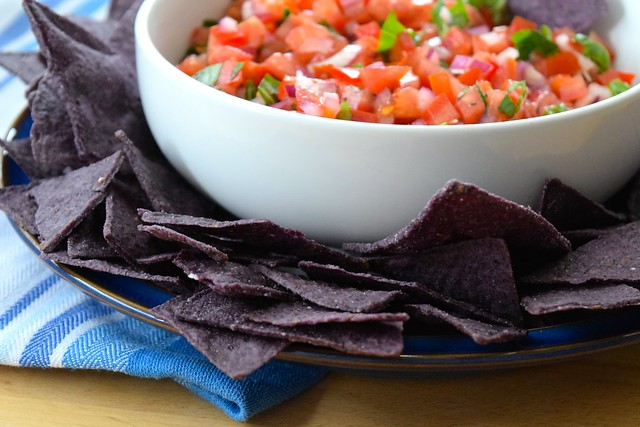 Easy Bruschetta Salsa with Blue Tortilla Chips | www.rachelphipps.com @rachelphipps