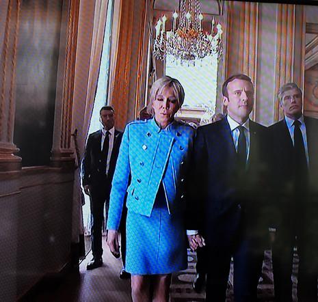 17E14 Macron llegal al Elíseo_0235 variante Uti 465
