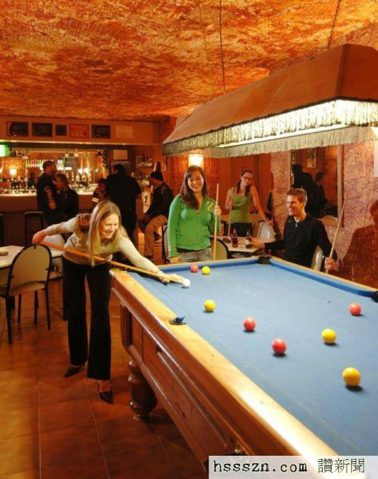 Coober-Pedy-underground-city-bar