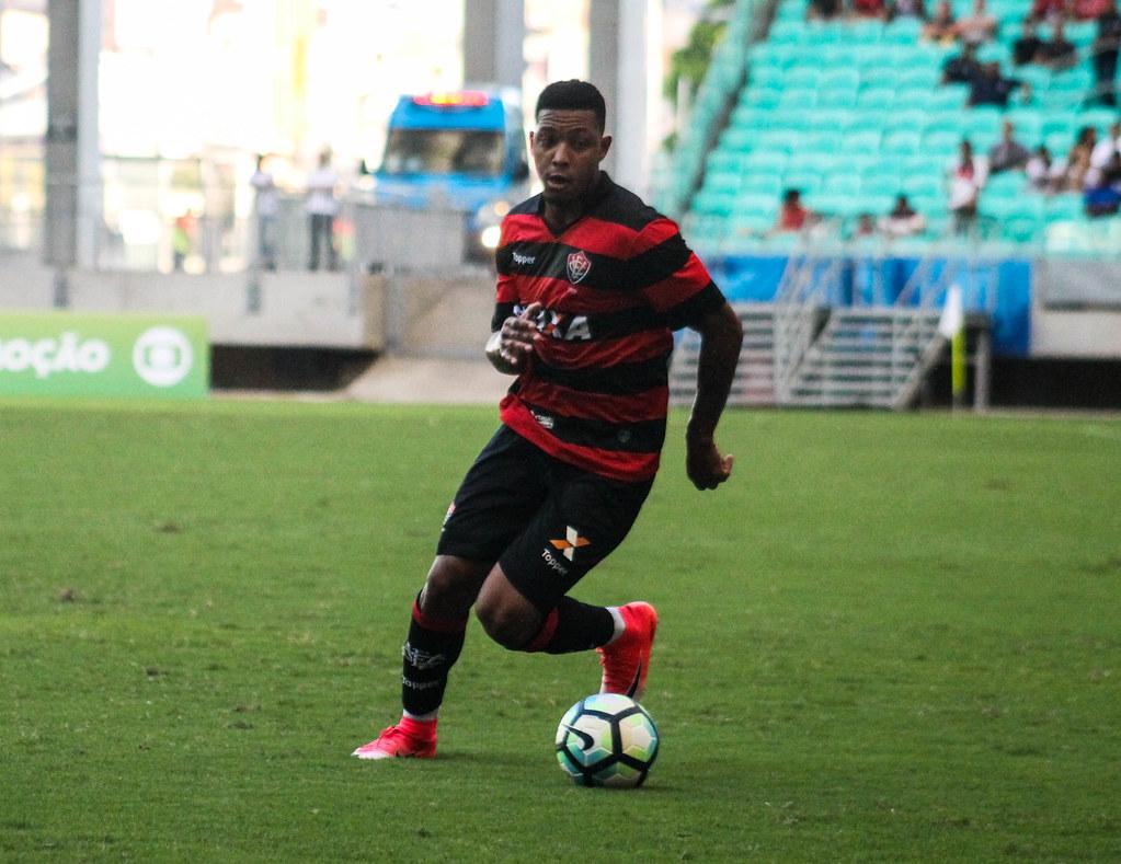 ... Brasileirão - Vitória x Corinthians  25c8d13098767