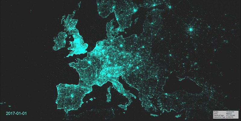 Animated Map of geotagged Flickr photos (Europe), 2007-2017