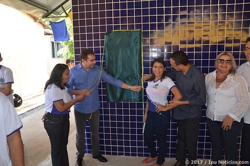 Escola Dona Thereza Odette inaugura quadra poliesportiva
