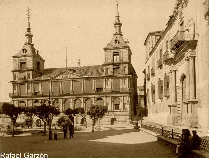 Ayuntamiento de Toledo  en 1897 por Rafael Garzón