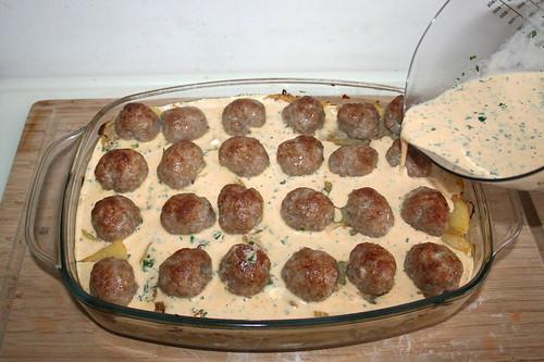 34 - Mit Schmand-Ei-Masse übergießen / Drain with sour cream egg mix