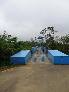 吊橋也變藍色的了