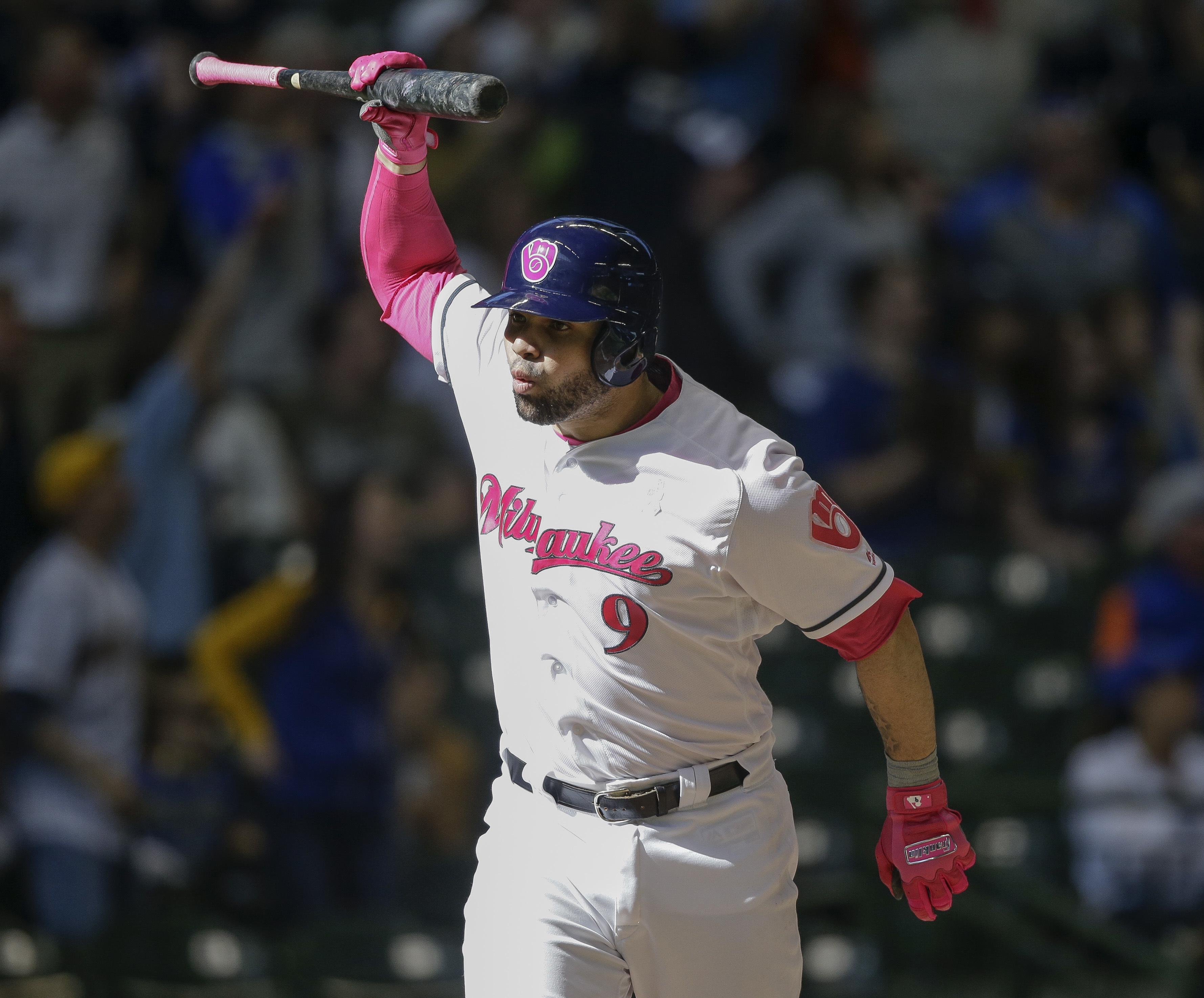Manny Pina轟出逆轉3分砲後興奮慶祝。(達志影像)