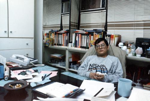 南榕於辦公室