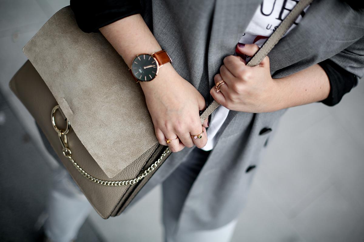 look-blazer-gris-levis-501-golden-goose-sneakers-myblueberrynightsblog9