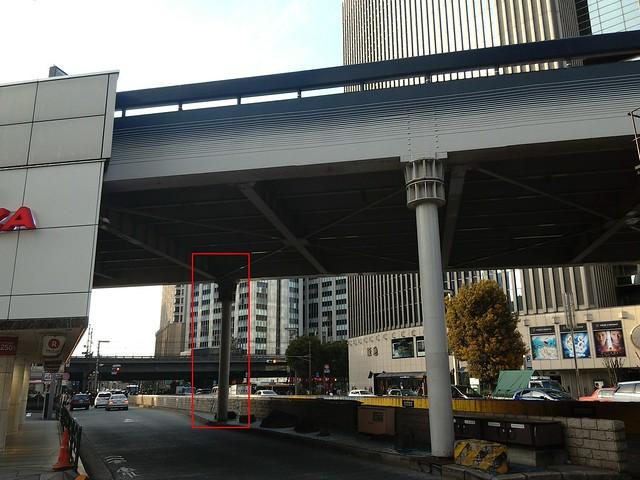 銀座駅の階段がずれているのは数寄屋橋の橋脚がそこに埋まっているから (16)