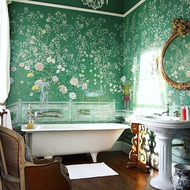 Dreamy floral walls (thanks @theladyofthegoldrings).