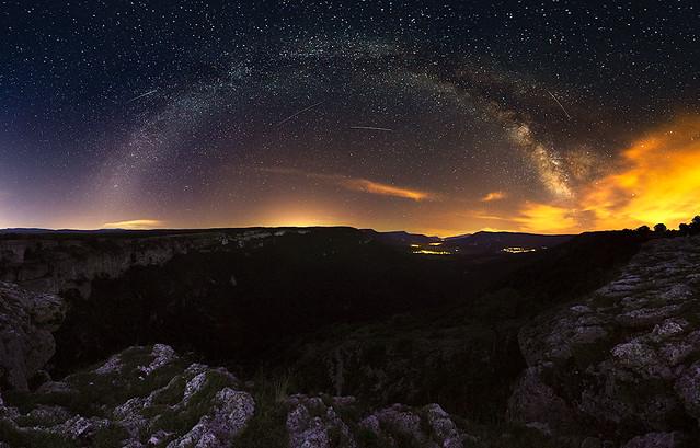 Vía Láctea sobre valle