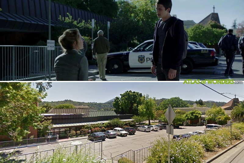 Clay and his mom in the police office headquarters episode